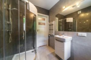 A bathroom at Apartamenty Pod Gubałówką