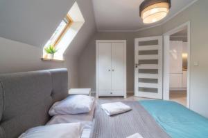 A bed or beds in a room at Apartamenty Pod Gubałówką