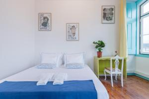 A bed or beds in a room at C&O Guest House Lisbon
