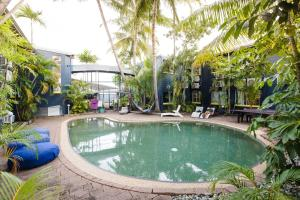 The swimming pool at or near Mad Monkey Backpackers Village