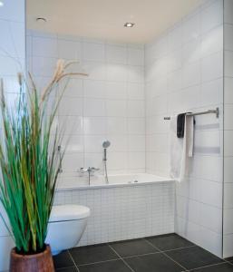 A bathroom at Bed en Brood - Veere