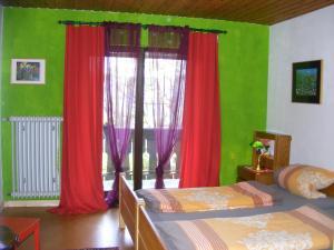 Ein Bett oder Betten in einem Zimmer der Unterkunft Appartementhaus Schwarzwaldblick