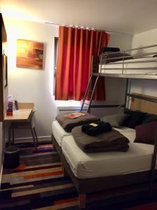 Un ou plusieurs lits superposés dans un hébergement de l'établissement Kyriad Direct La Rochelle Aytré (ex Balladins)