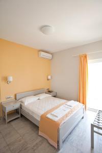 Ein Bett oder Betten in einem Zimmer der Unterkunft Phaedra Hotel