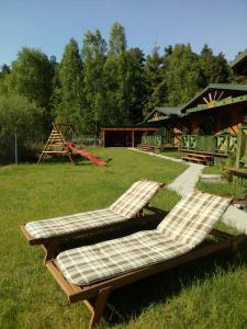 Ogród w obiekcie Domek nad jeziorem/Seehaus 2 (Sławno/Łętowo)