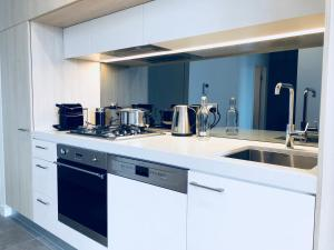 A kitchen or kitchenette at *super* one bedroom
