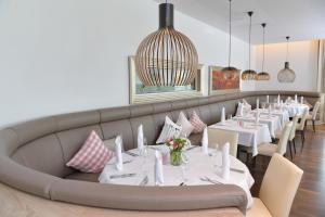 A restaurant or other place to eat at Best Western Queens Hotel Pforzheim-Niefern