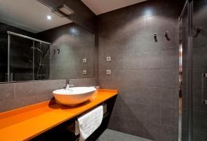 A bathroom at Pensión Arriaga