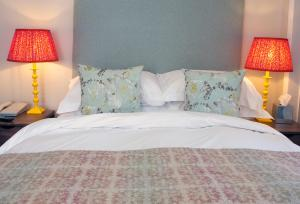 A bed or beds in a room at Sea Spray