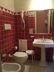 A bathroom at Hotel Gattapone