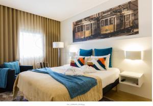 A bed or beds in a room at Hotel Ibis Lisboa Parque das Nações