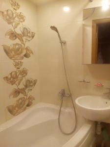 A bathroom at Apartments Vykhino/Veshnyaki