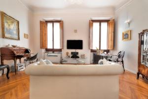 A seating area at Suite Deluxe Florence