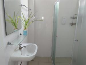 A bathroom at Sirinsamui Boutique Hostel