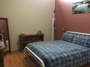 A bed or beds in a room at Port Lincoln YHA