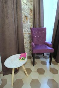 A seating area at Noemi's rooms