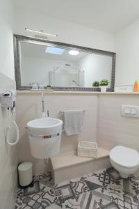 A bathroom at Noemi's rooms