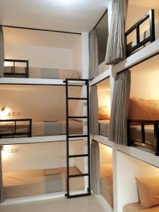 Ein Etagenbett oder Etagenbetten in einem Zimmer der Unterkunft Sammy Homestay