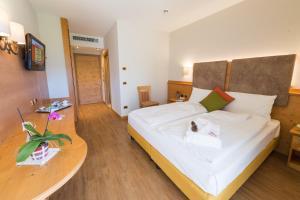 Ein Bett oder Betten in einem Zimmer der Unterkunft Hotel Ambassador