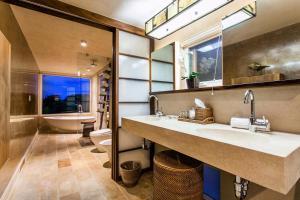 A bathroom at CeBlue Villas & Beach Resort