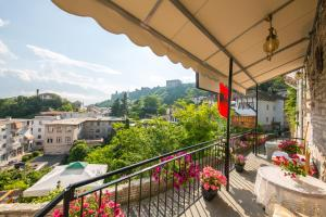 A balcony or terrace at Bed and Breakfast Kotoni