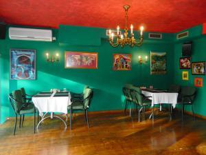 Restoran ili neka druga zalogajnica u objektu Villa Park