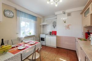 """A kitchen or kitchenette at Гостевой дом""""Suzdalyanochka"""""""