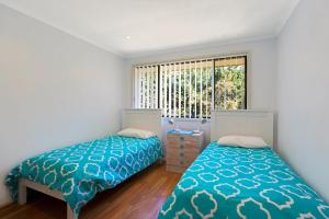 A bed or beds in a room at Townhouse in the heart of Port Stephens