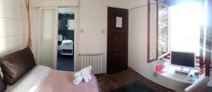 Een bed of bedden in een kamer bij Hotel Mignon