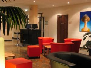 The lounge or bar area at Grand Hotel Dream Main City Center