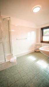 Ein Badezimmer in der Unterkunft Gasthaus Zur Fähre