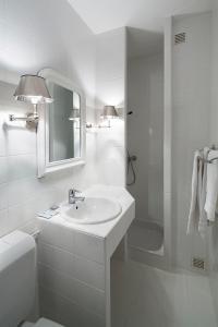 A bathroom at Gallia