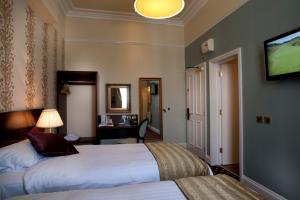 A bed or beds in a room at Cabot Court Hotel Wetherspoon