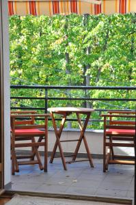 A balcony or terrace at Apartmani15