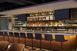The lounge or bar area at Revere Hotel Boston Common