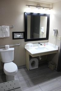 A bathroom at Days Inn by Wyndham Ritzville