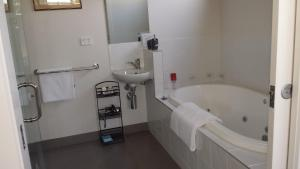 A bathroom at Bass Coast Country Cottages