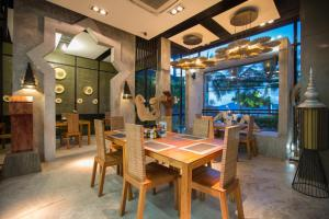A restaurant or other place to eat at Patong Signature Boutique Hotel