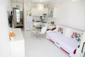 Гостиная зона в Apartments Meridian