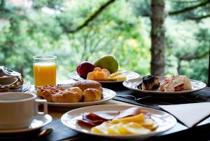 Breakfast options available to guests at Master Gramado Hotel - A 1 quadra da Borges de Medeiros