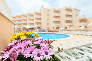 The swimming pool at or close to azuLine Hotel - Apartamento Rosamar