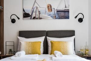 Łóżko lub łóżka w pokoju w obiekcie Croatia Camp Mobile Homes Pirovac