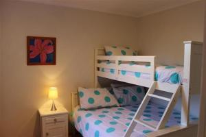 A bunk bed or bunk beds in a room at OCEANSIDE 5