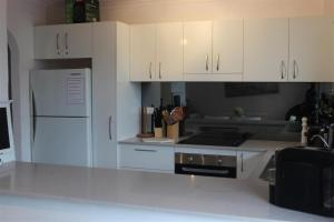 A kitchen or kitchenette at OCEANSIDE 21