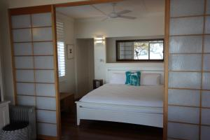 A bed or beds in a room at SEA URCHIN