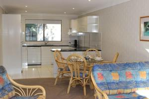 A kitchen or kitchenette at LIFES A BEACH 1