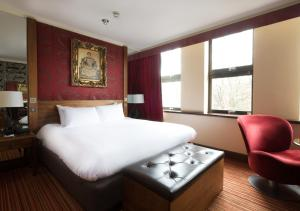 A bed or beds in a room at The Queen at Chester Hotel, BW Premier Collection
