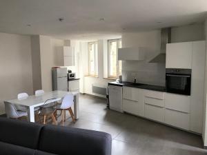 A kitchen or kitchenette at Résidence Pasteur