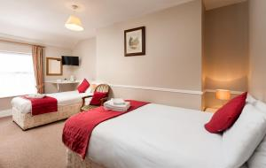 A bed or beds in a room at Abbott Lodge