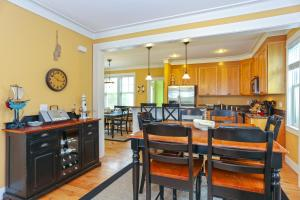 A restaurant or other place to eat at Ocean Shadow Five-Bedroom Home